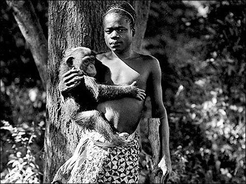 İnsan Hayvanat Bahçeleri(kafeslerde insanlar) 19. yy'da çok popülerdi. Sonuncusu 1958'de kapatılan İnsan Hayvanat Bahçelerini, ne gariptir ki ilk yasaklayan kişi Hitler oldu.