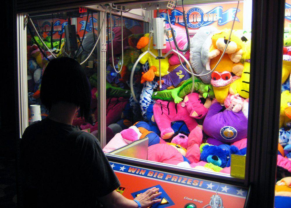Oyuncak kapma makinelerinden nasıl oyuncak kapılır?