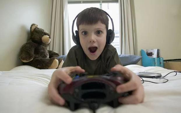 Araştırmalar, bilgisayar oyunlarının şiddet eğilimini artırdığı yönünde delil bulamazken, bazı alanlarda gelişime destek olduğunu göstermektedir.