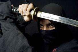 Ninja'lar asla siyah giyinmezdi. Neden onların siyah giyindiğini düşünüyoruz?