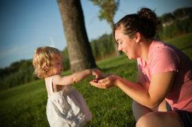 Neden küçük çocuklar ellerine aldıkları bir nesneyi bir yetişkine vermek isterler?