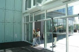Alışveriş merkezlerinin girişinde neden güçlü bir hava akımı olur?