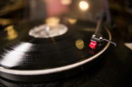 Ses kaydını hızlandırmak neden sesi tizleşir?