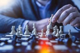 Stratejik düşüncenin temel prensibi, ileriyi görebilmek için geriye bakmak!