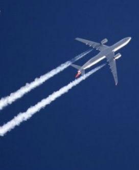 Uçaklar Neden Arkalarında Beyaz Bir İz Bırakır?